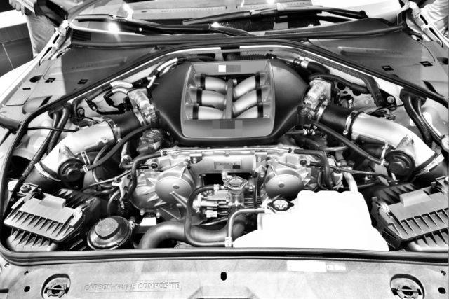 自動車エンジン