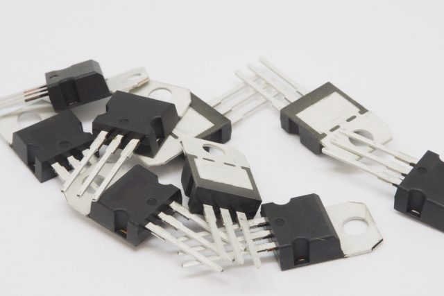 3分でわかる技術の超キホン FET(電界効果トランジスタ)とは?原理・特徴・用途の要点解説