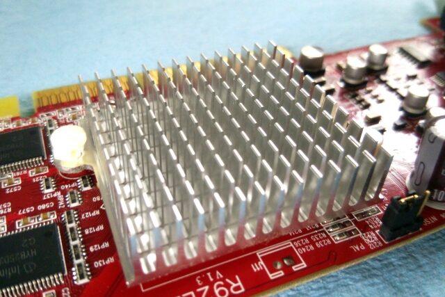 3分でわかる技術の超キホン  電子部品「ヒートシンク」の放熱原理・材料・選び方