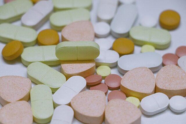 【医薬品製剤入門】錠剤の基礎知識を総整理![種類/特徴/製法/添加剤/試験法など]