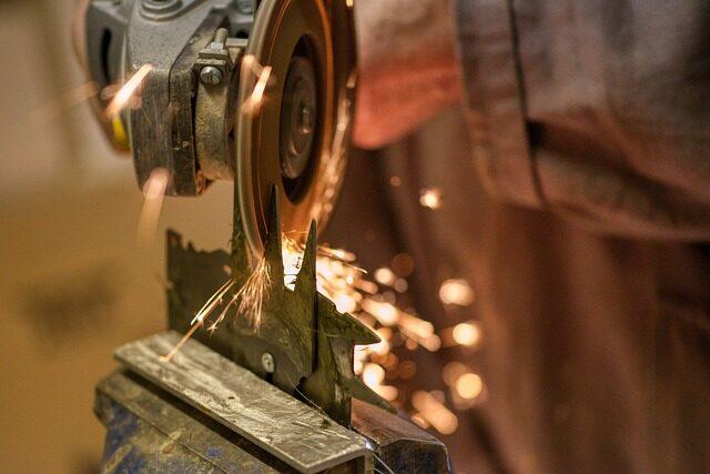 【生産技術のツボ】研削加工の基礎知識|特徴・加工手順は?切削加工との違いは?